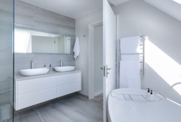 3 cleaning mistakes you're likely making in the bathroom