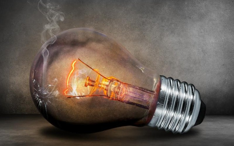 3 reasons why that light bulb is flickering