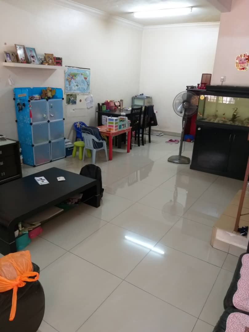 [SALE] 3 Storey house, Sri Sinar Segambut / 16 x 55 sq.ft / 3R2B / Partially furnished – RM550,000