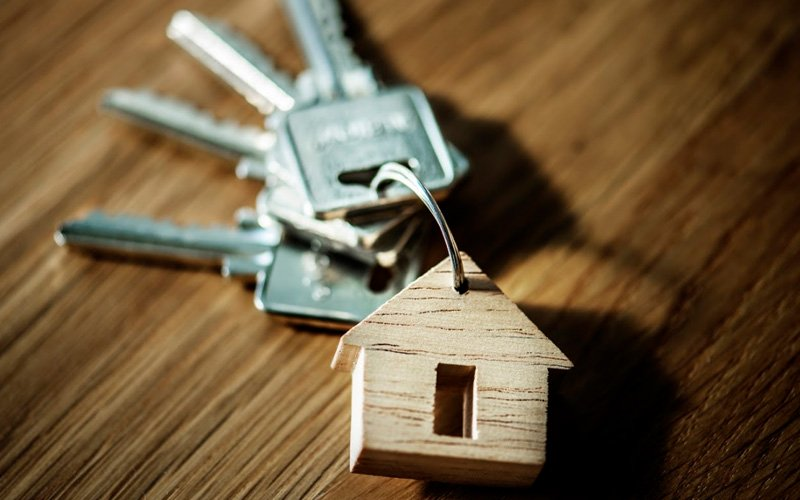 To buy or not to buy? 5 solid reasons for and against buying a home